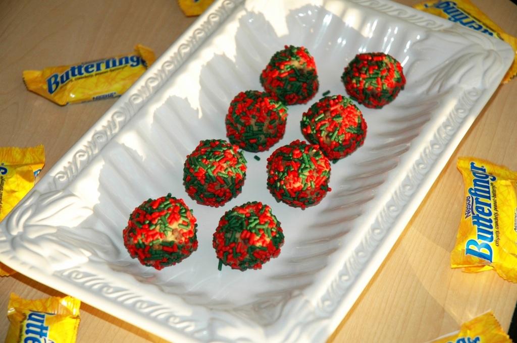 Butterfinger Chocolate Chip Cookie Dough Truffles #12WksXmasTreats # ...