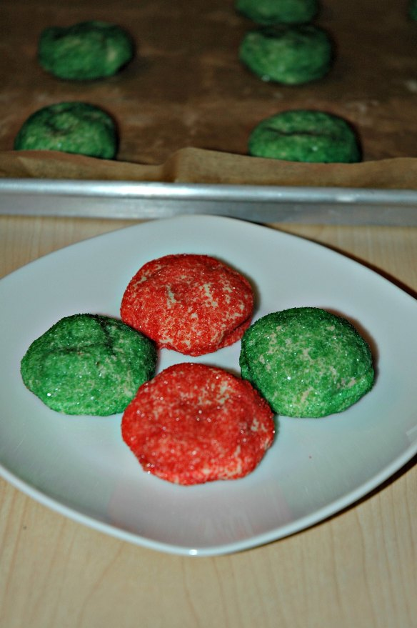 Colorful Candy Bar Cookies | Bakewell Junction - sweet and yummy for your Christmas baking.